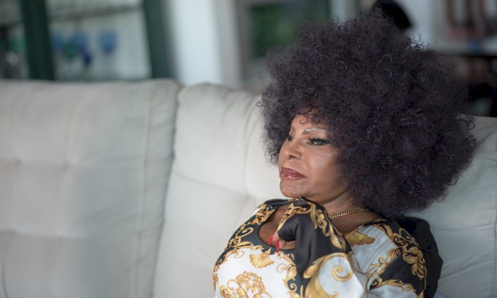 """Elza Soares reflete sobre a briga entre o bem e o mal no single """"Juízo Final"""""""