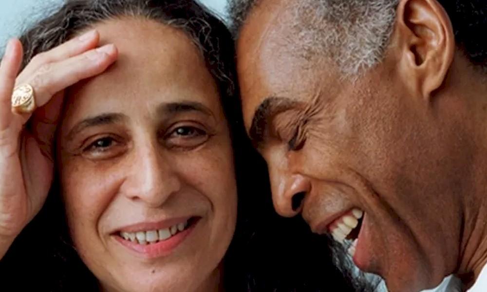 Maria Bethânia e Gilberto Gil recebem homenagem do Ecad