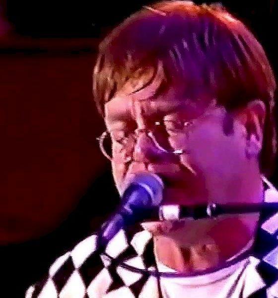 Elton John revive primeira visita no Brasil com melhores momentos de show no Rio