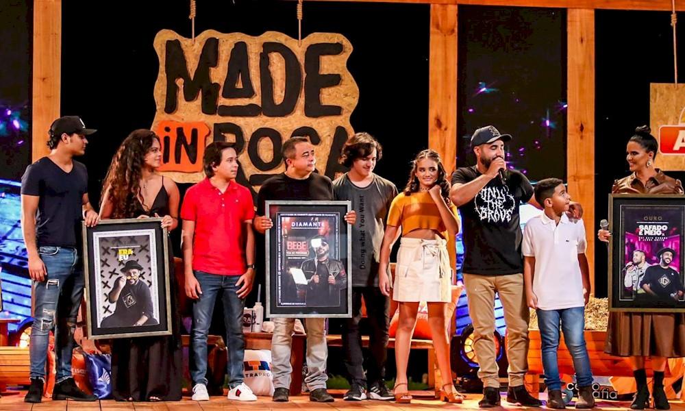 Raí Saia Rodada recebe certificações de Ouro, Platina e Diamante durante live