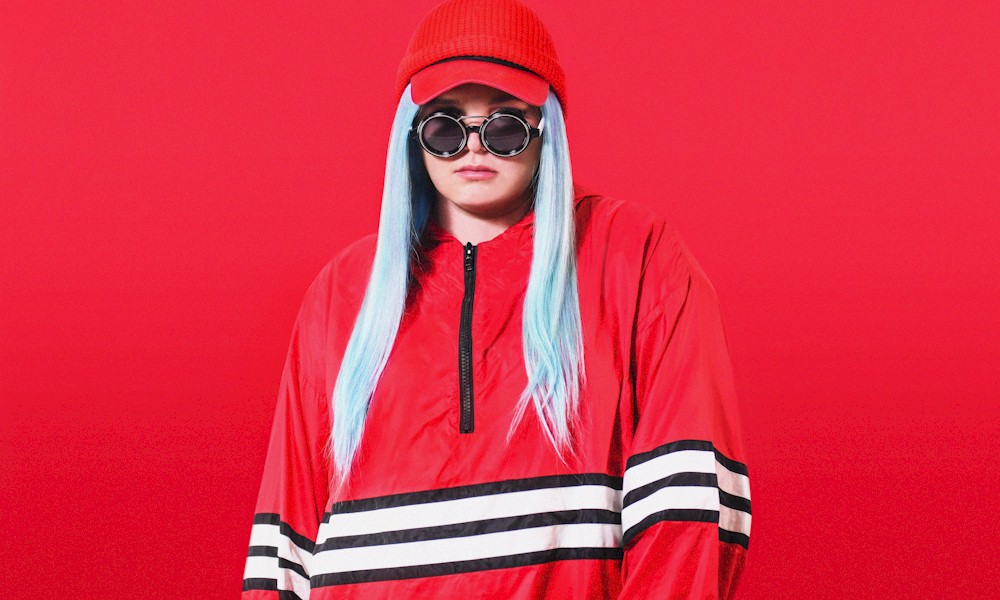 Tones and I lidera lista de músicas mais procuradas em 2020, indica pesquisa