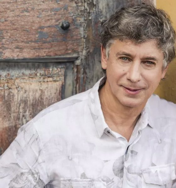 Flávio Venturini se apresenta neste domingo em live do Sesc