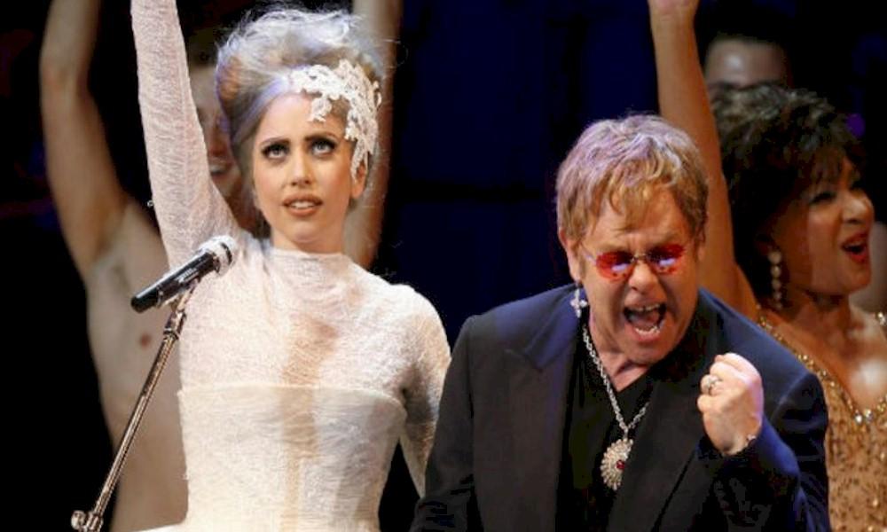 """Lady Gaga celebra parceria com Elton John em entrevista: """"Consegui meu Bernie com você, cara!"""""""