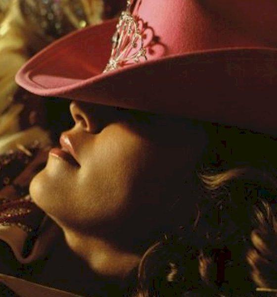 """Madonna lança pela Warner o single """"Music"""" com versões inéditas"""