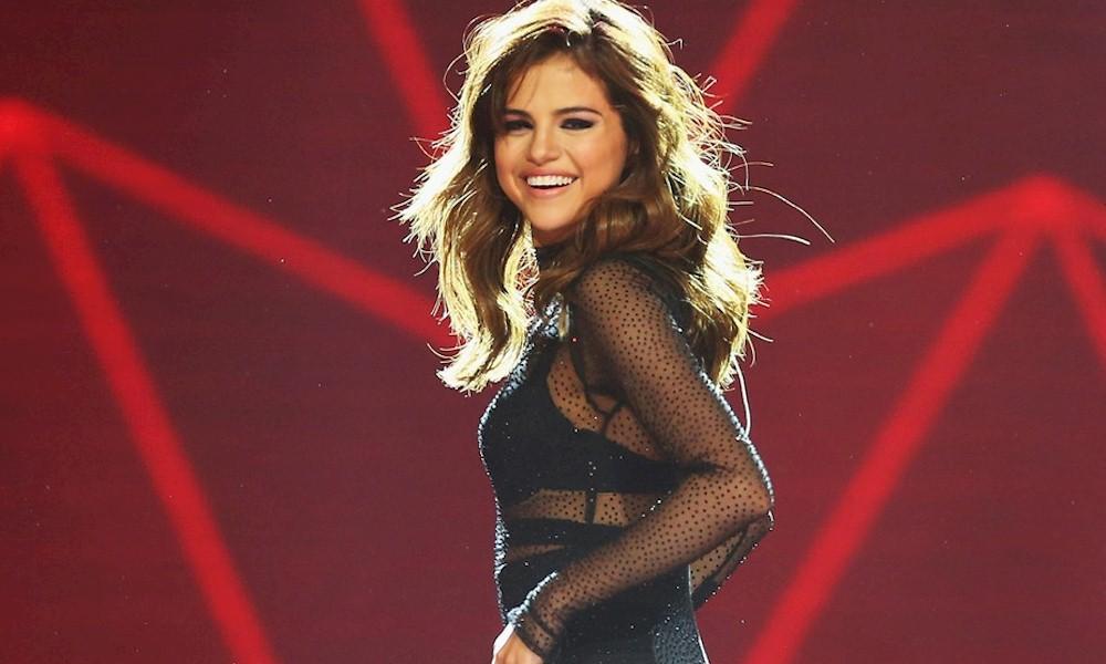 Selena Gomez deixa escapar em entrevista que seu próximo álbum está a caminho