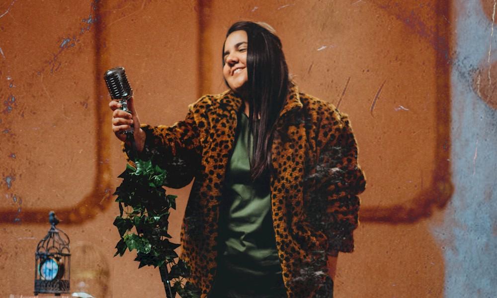 Yasmin Santos: história de um casal se desdobra em três canções inéditas da cantora
