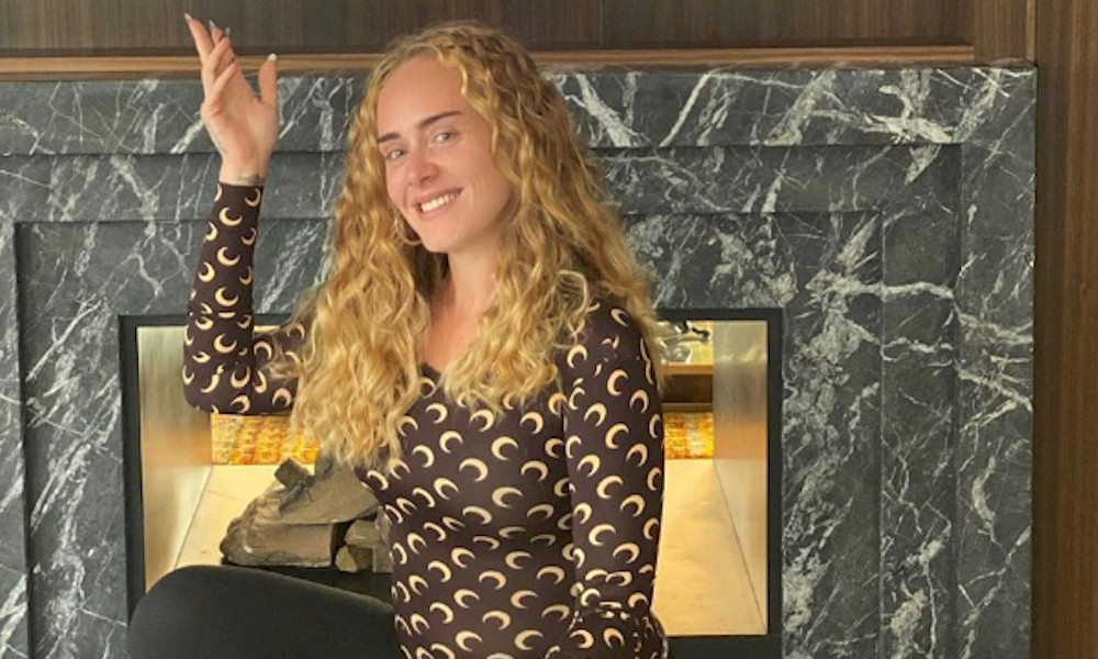 Adele emociona fã com mensagem particular