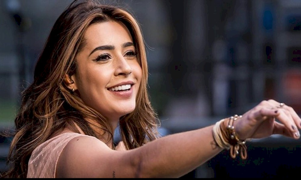 """Lauana Prado apresenta o single e clipe de """"V de Vingança"""""""