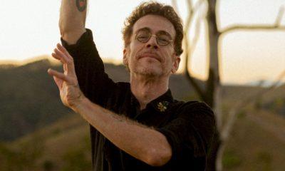 """Versando sobre amor, Nando Reis lança """"Espera a Primavera"""""""