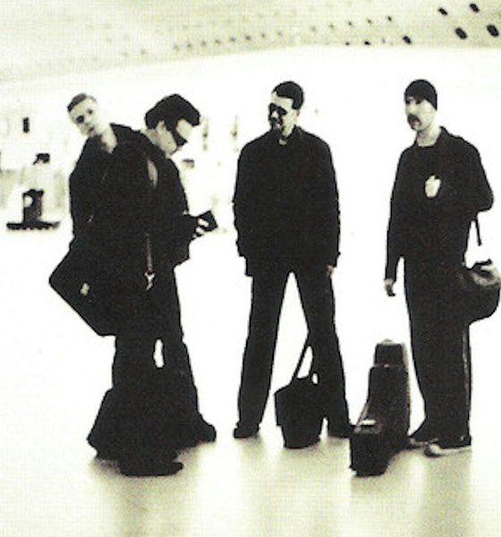 """U2 lança a versão acústica para """"Stuck in A Moment You Can't Get Out Of"""""""