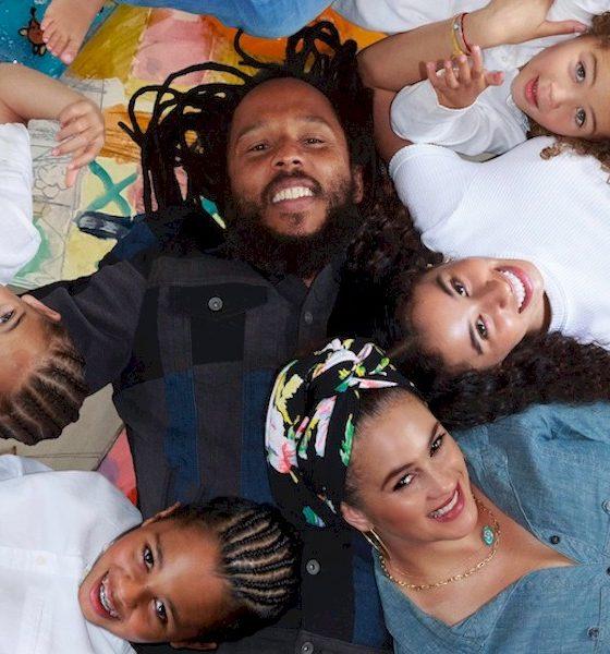 """Ziggy Marley lança o álbum """"More Family Time"""", com participações de Ben Harper, Shery Crow e Alanis Morissette"""