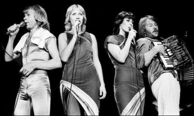"""ABBA relança o single """"Happy New Year"""" em vinil compacto azul de edição limitada"""