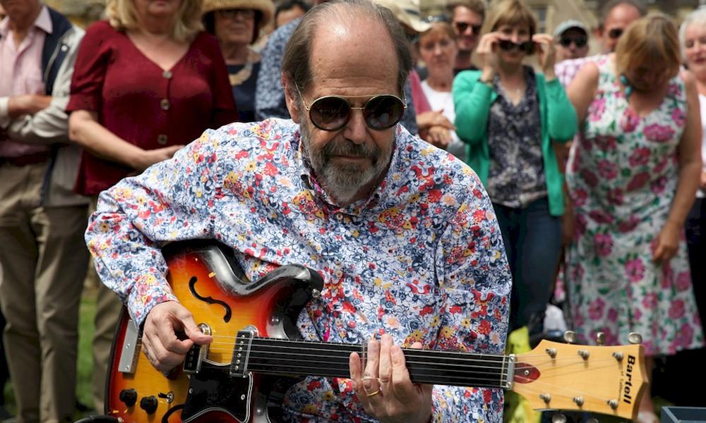 Beatles: guitarra é vendida por R$ 1,3 milhão em leilão
