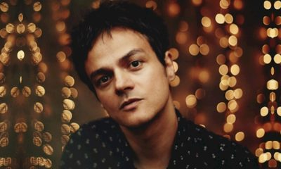 "Jamie Cullum lança o clipe oficial de ""Turn On The Lights"""