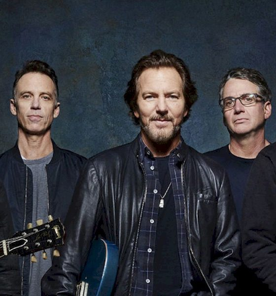 """Pearl Jam lança a inédita """"Get It Back"""" e anuncia transmissão de show realizado em 2016"""