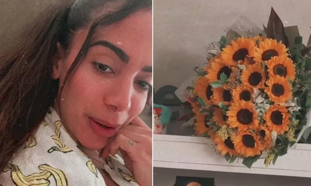 Anitta recebe buquê de flores de um admirador secreto: