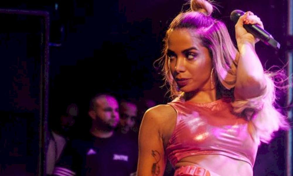 Anitta cria perfil em site de conteúdo adulto