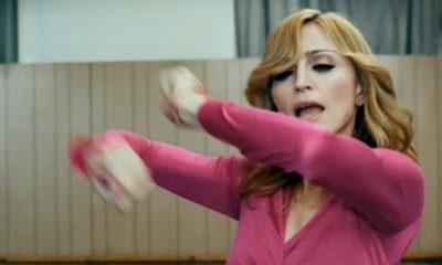A cantora Madonna, que vem relançando vários clipes em alta resolução, disponibilizou nesta quarta-feira (25) o registro audiovisual remasterizado do sucesso Hang Up