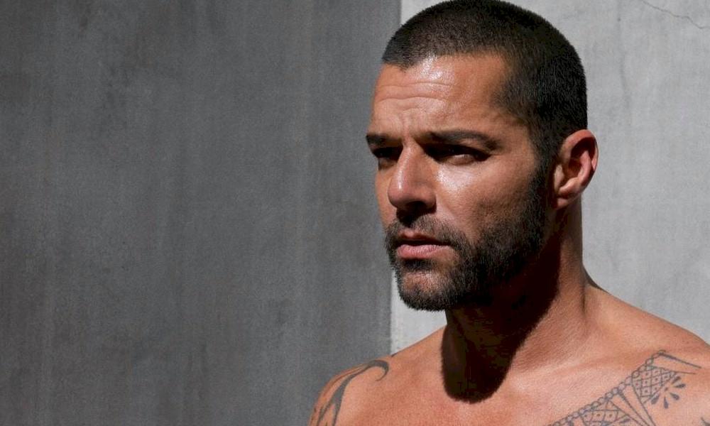 Ricky Martin volta a Porto Rico para estar ao lado de seu pai