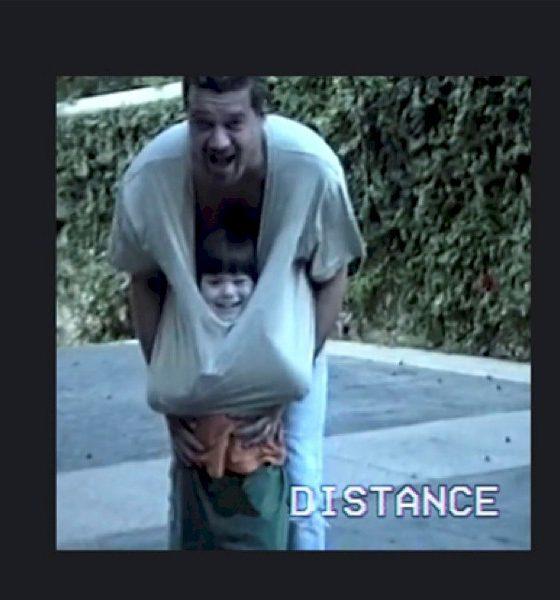 """Wolfgang Van Halen homenageia seu pai em """"Distance"""" com sua banda Mammoth WVH"""