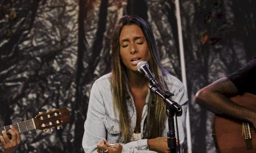 Amanda Coronha: de feats com Gabriel O Pensador e Atitude 67 até o palco do The Voice
