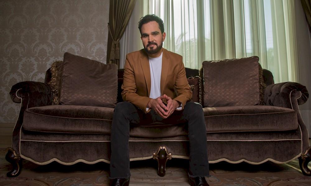 Emissora apresentará especial gospel de Luciano Camargo internacionalmente