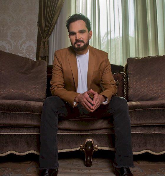 """Luciano Camargo apresenta novo álbum """"A Ti Entrego"""" na TV"""