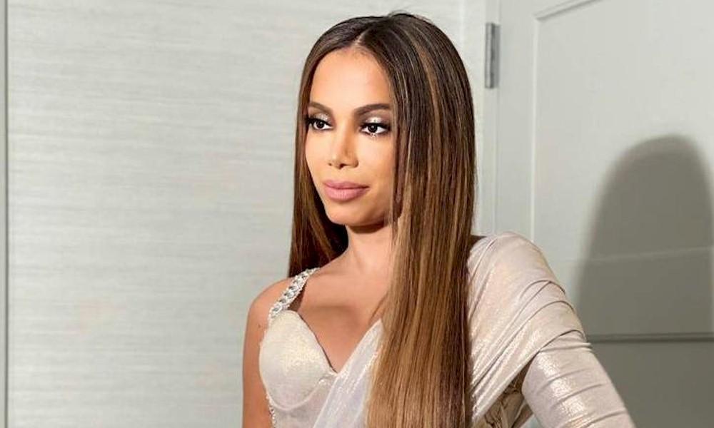 """Anitta diz que suas partes íntimas tem odor de """"algodão doce"""""""