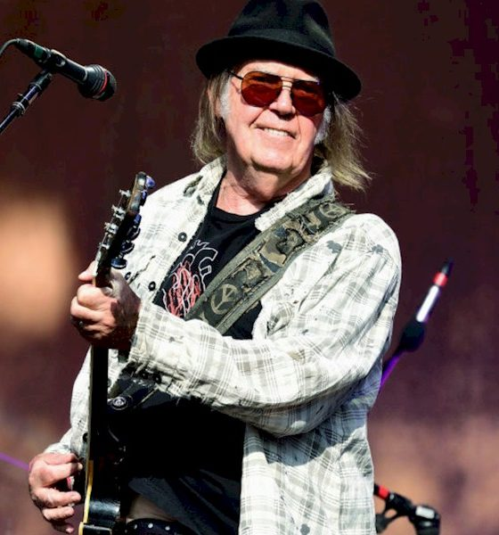 Neil Young vende metade de seus royalties de sua obra musical