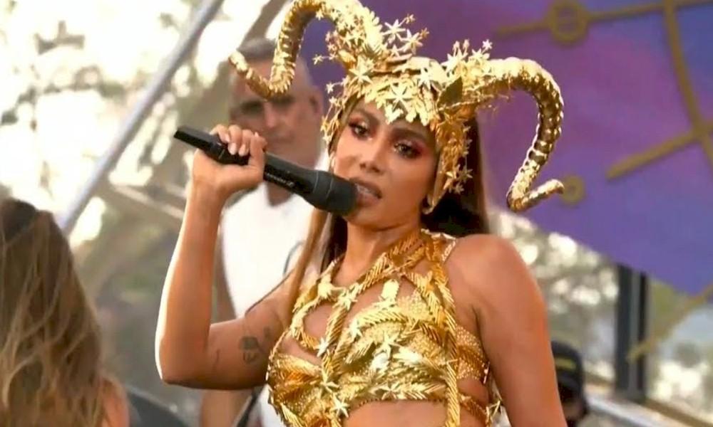 """Anitta durante live: """"Esqueci as letras todas"""""""