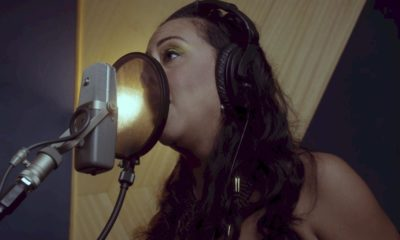 "Evelyn Castro, do Porta dos Fundos, surpreende com cover de ""Waiting on a War"" do Foo Fighters"