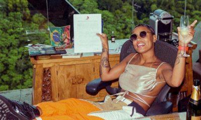 MC Rebecca assina com a gravadora Sony Music
