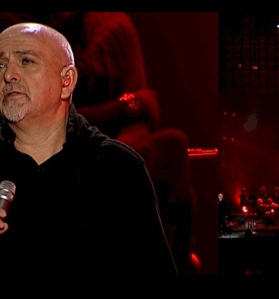"""Assista Peter Gabriel e convidados no remake do clássico """"Biko"""""""