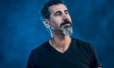 "Serj Tankian, do System Of A Down, lança o single ""Elasticity"""