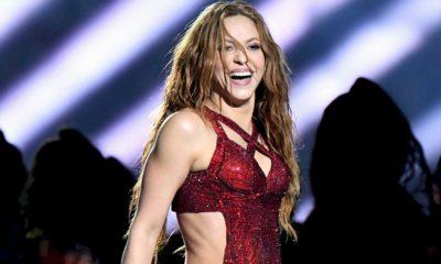 Shakira surpreende os fãs com novo visual com cabelo rosa