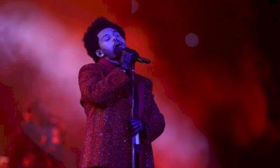 The Weeknd marca show no Super Bowl com estrutura montada na arquibancada de estádio