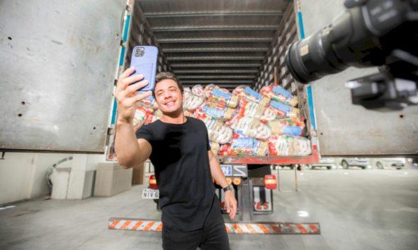 Wesley Safadão doa 20 toneladas de alimento através de sua ONG