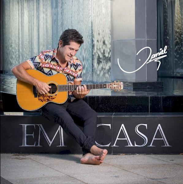 """Daniel lança novo álbum """"Em Casa"""" com parceria de Jon Secada"""