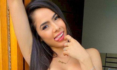 Juliana Caetano exibe video com posições sensuais em uma van