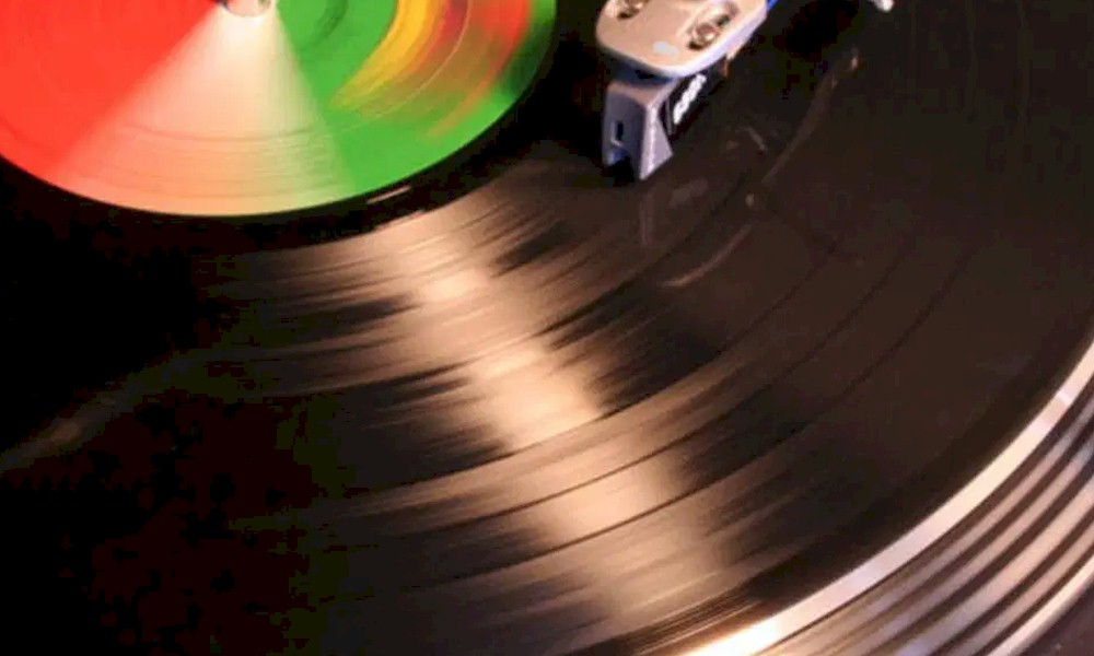 Mercado: vendas de vinil superam as de CD's pela primeira vez desde 1986