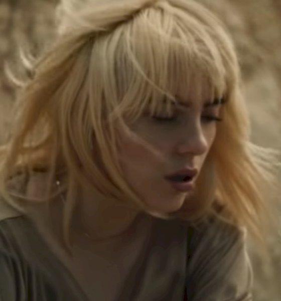 """Billie Eilish estampa a melancolia no novo clipe """"Your Power"""""""