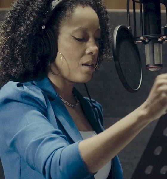 """Negra Li revisita """"Joga Fora"""" da cantora Sandra de Sá"""