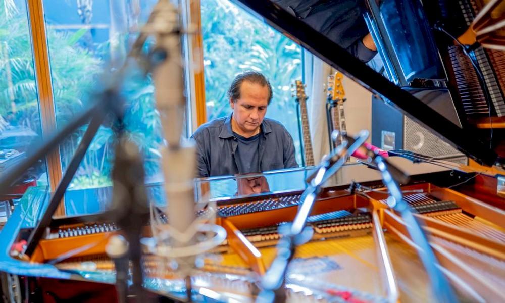 EXCLUSIVO: Ricardo Bacelar anuncia novo single, selo e inovador estúdio de gravação
