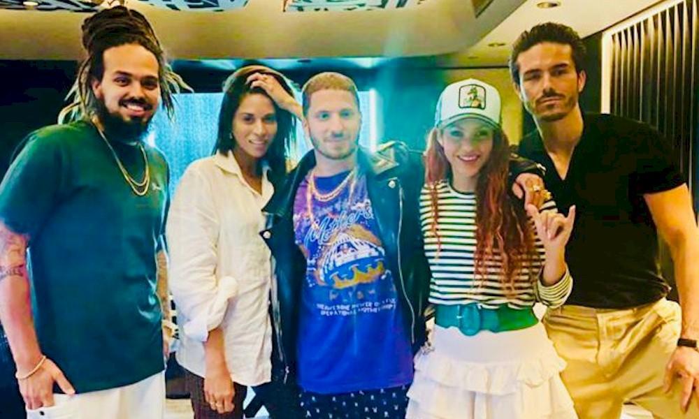 Shakira trabalha novo material com produtor de Ozzy Osbourne