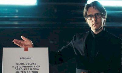 """Steven Wilson lança """"Personal Shopper"""", com remix de Nile Rodgers"""