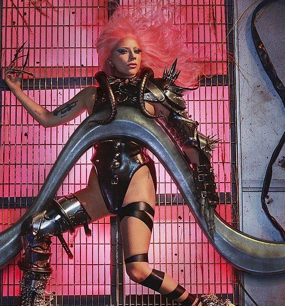 "Lady Gaga: versão alternativa de ""Born This Way"" vaza na web"