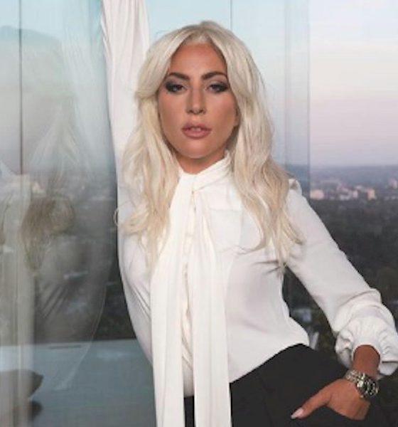 Lady Gaga deixa hotel emocionada após gravação de filme