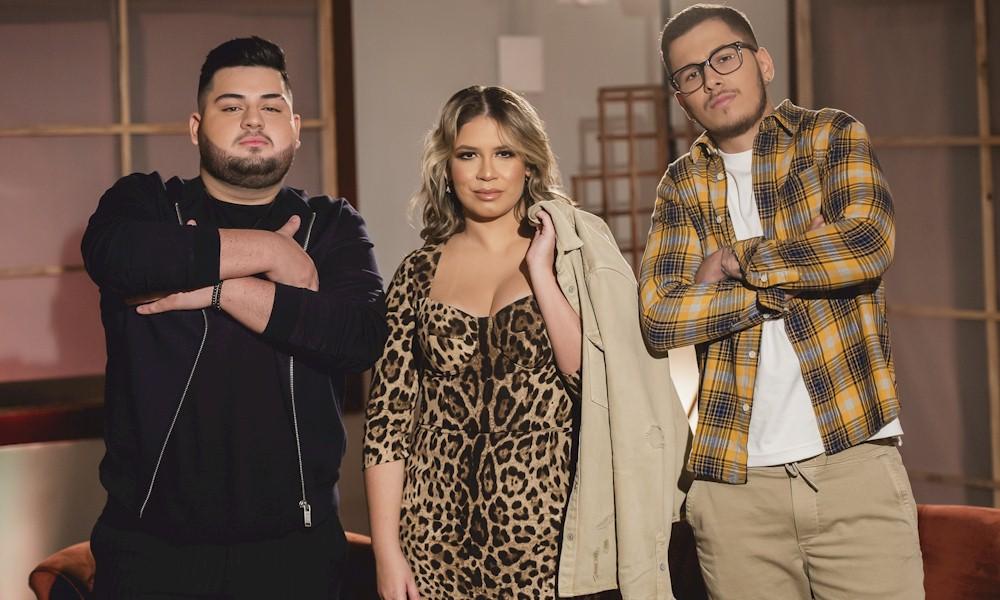 Marília Mendonça apresenta irmão como cantor