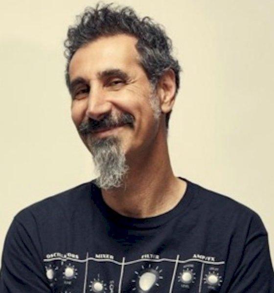 """Serj Tankian, do System of a Down, lança o clipe """"Rumi"""""""