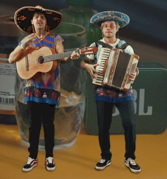 """Lucca e Mateus celebram mais de 3 milhões de views do clipe """"JBL Paraguai"""""""